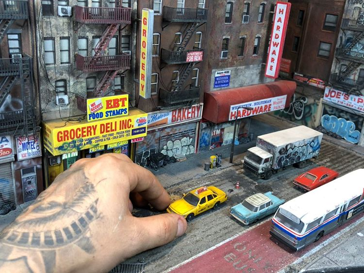 Kevin-dalenti-diorama-new-york-yellow-cab Kevin Dalenti, ses incroyables réalisations miniatures de New York