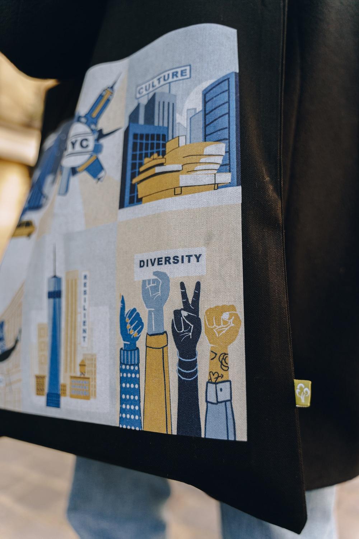 tote-bag-new-york Pourquoi je vous recommande de vous intéresser à la diversité de New York City avant votre prochain voyage ?